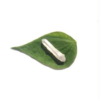 Pointe brute Cristal de Roche NON PERCEE 4,1 CM de hauteur x 8 MM max