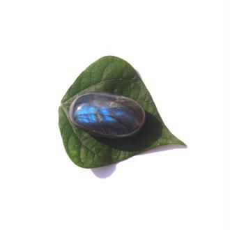 Pierre galet roulé Labradorite 4.5 CM x 2.6 CM x 1.8 CM de tranche max (D)