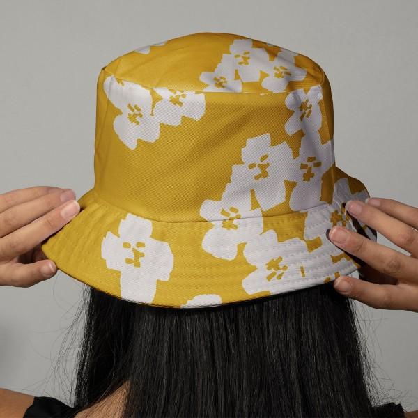 Coupon de Toile cirée Made by me - Fleurs gris clair - Fond moutarde - 50 x 140 cm - Photo n°2