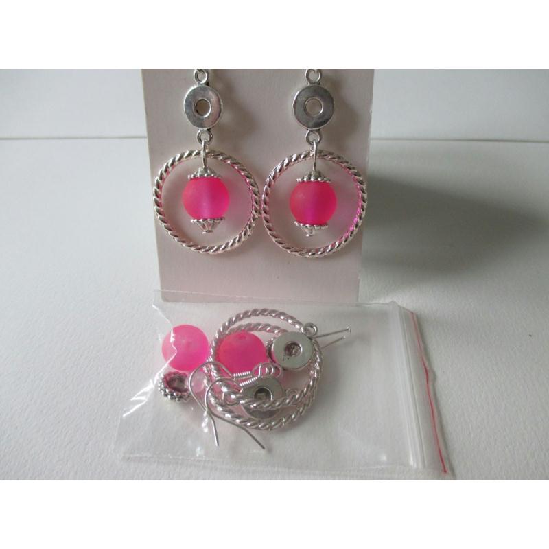 kit boucles d 39 oreilles perle rose et anneaux torsad s kit boucles d 39 oreilles creavea. Black Bedroom Furniture Sets. Home Design Ideas