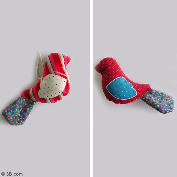 Kit couture - Peluche Oiseau rouge et bleu - 26 x 13 cm - Photo n°2