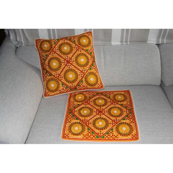 Housses de coussin carré jaunes, brodée multicolore de 40 cm x 40 cm - Lot de 2 - Photo n°1