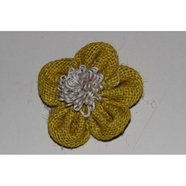 Fleur en jute jaune à coudre - Photo n°1