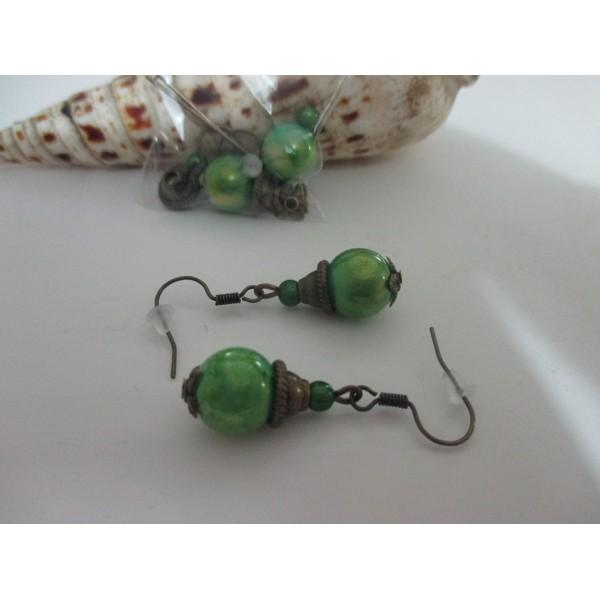 5d91082d3d5 Kit boucles d oreilles apprêts bronze et perle verte brillante - Photo ...