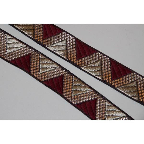 Galon ethnique de 28 mm de large, ruban indien doré et bordeau. - Photo n°1