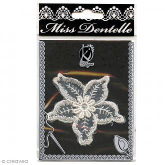 Motif thermocollant dentelle - Fleur - 7 x 7,8 cm