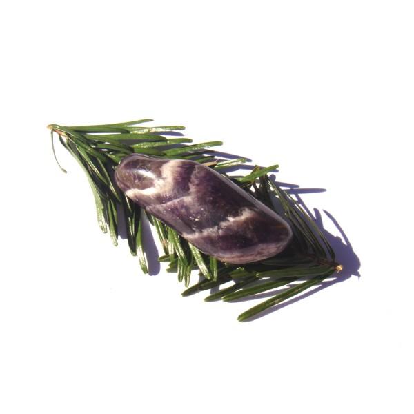 Pierre roulée Améthyste Rubanée semi polie 5.2 CM x 2 CM x 1.6 CM - Photo n°1
