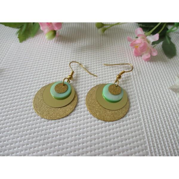 Kit de boucles d'oreilles sequins dorés et nacre vert pale - Photo n°1