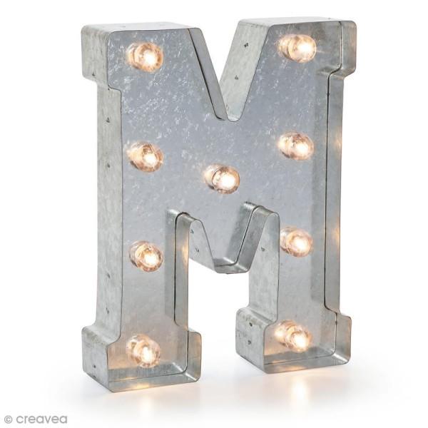 Lettre lumineuse en métal vintage M - 25 x 18,5 x 4,5 cm - Photo n°1
