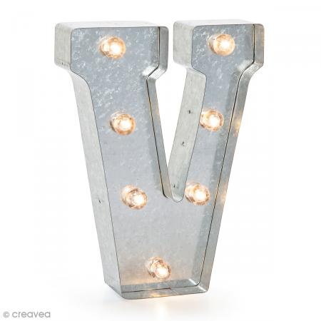 lettre lumineuse en m tal vintage v 25 x 18 5 x 4 5 cm lettre lumineuse led creavea. Black Bedroom Furniture Sets. Home Design Ideas