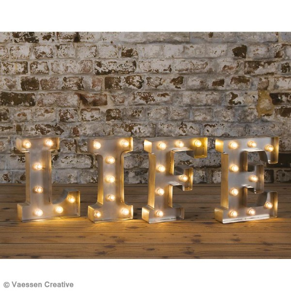 Lettre lumineuse en métal vintage V - 25 x 18,5 x 4,5 cm - Photo n°2