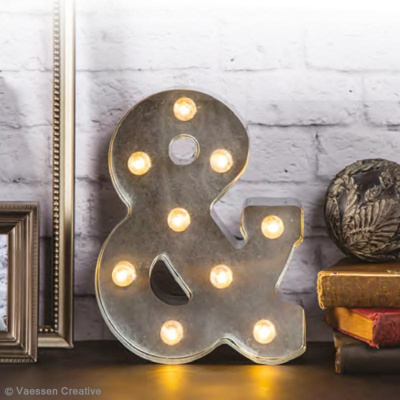 Lettre lumineuse en métal vintage & - 25 x 19 x 4,5 cm - Photo n°3