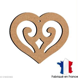 Coeur ajouré en bois à suspendre  10 cm