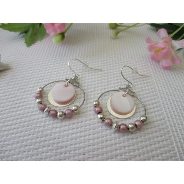 Kit boucles d'oreilles créoles argenté, sequin nacre et perles rose - Photo n°1