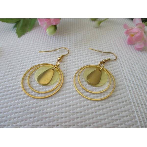 Kit boucles d'oreilles anneaux dorés et sequin nacre jaune - Photo n°1