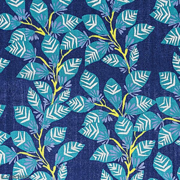Tissu Coton léger à la coupe - Feuillage sur fond bleu foncé - Détails Métallisés - Par 10 cm - Photo n°1