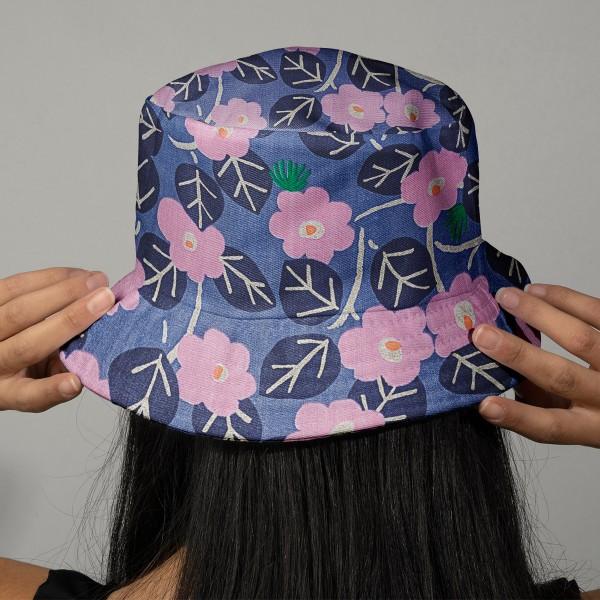 Tissu Coton léger à la coupe - Fleurs roses sur fond violet - Détails Métallisés - Par 10 cm - Photo n°2