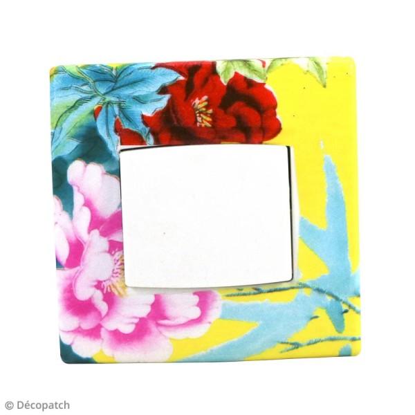 Décopatch N° 750 - Motif Fleurs et Oiseaux sur fond jaune - 1 feuille - Photo n°2