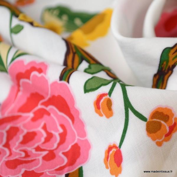 Tissu Viscose à fleurs moutarde et roses fond Blanc - Photo n°3