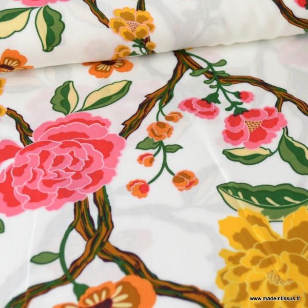 Tissu Viscose à fleurs moutarde et roses fond Blanc - Photo n°1