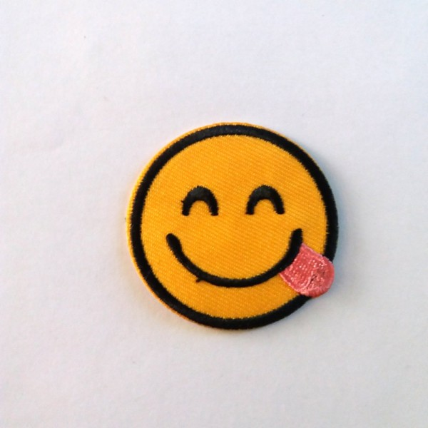 Thermocollant Smiley Qui Tire La Langue 4 5cm Ecusson A Coudre Motif Thermocollant Creavea