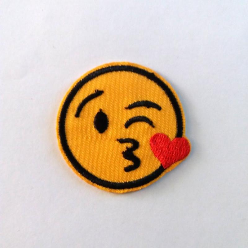 Thermocollant Smiley Bisous Coeur 4 5cm Ecusson A Coudre Motif Thermocollant Creavea