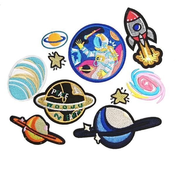 Pack de 10 écussons planètes, espace astronaute fusées, étoiles, patchs thermocollants - Photo n°1