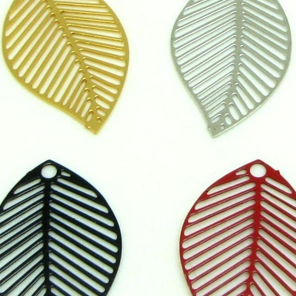 4 Breloques Filigranes Feuilles striées,  Feuilles Argentées Rhodium, 22*13 mm - Photo n°2