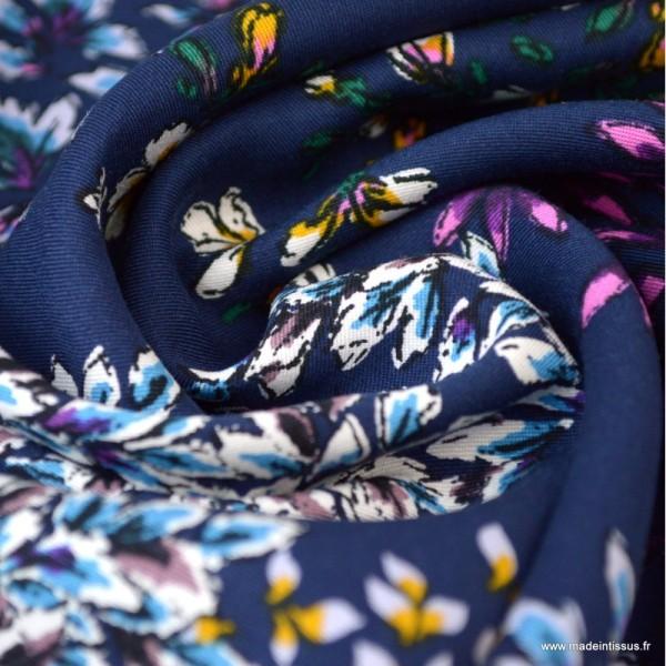 Tissu Viscose motif fleurs fond bleu - Photo n°3