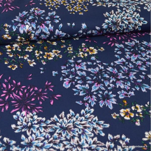 Tissu Viscose motif fleurs fond bleu - Photo n°1