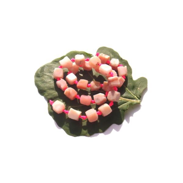 Opale Rose multicolore ( Pérou ) : 4 mini rochers 7/8 MM de longueur env. x 5/6 MM - Photo n°1