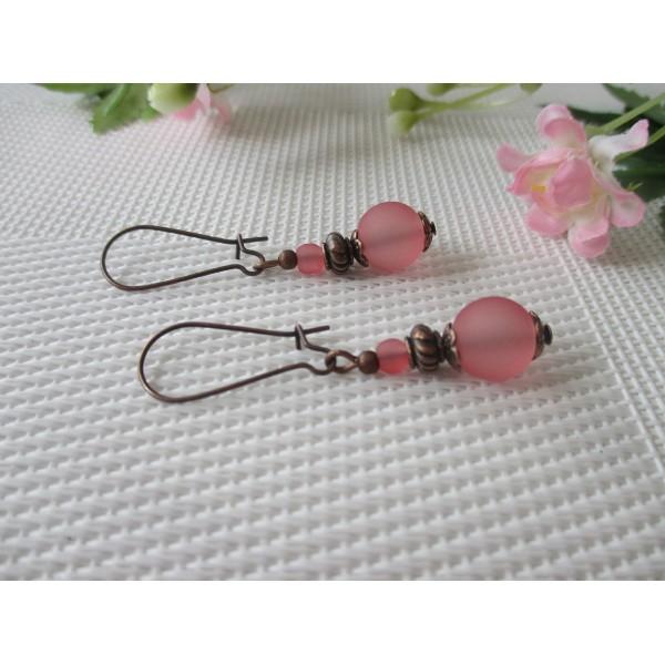 Kit de boucles d'oreilles apprêts cuivrés et perles en verre givré vieux rose - Photo n°2