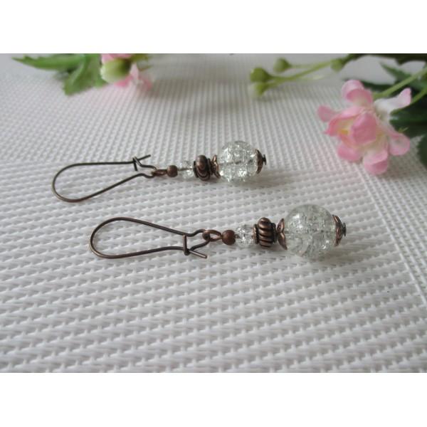 Kit de boucles d'oreilles apprêts cuivrés et perles en verre craquelé blanche - Photo n°2