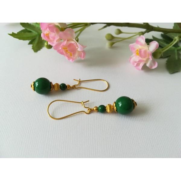 Kit boucles d'oreilles apprêts dorés et perles en verre verte tréfilé noire - Photo n°1