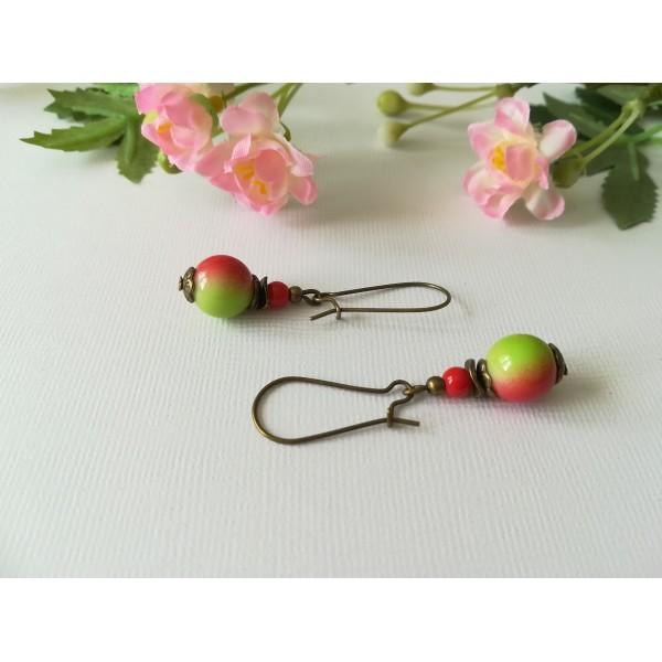 Kit boucles d'oreilles apprêts bronzes et perles en verre verte et rouge - Photo n°1