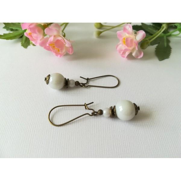 Kit de boucles d'oreilles apprêts bronzes et perle en verre blanche - Photo n°1