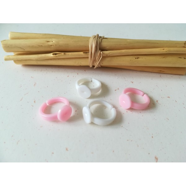 Supports bagues enfant plastique ajustable rose et blanc x 4 - Photo n°1
