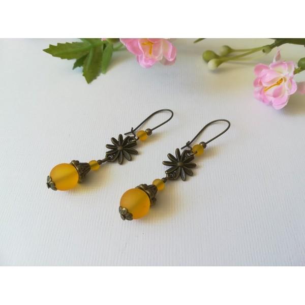 Kit boucles d'oreilles connecteur bronze et perles en verre jaune orangé - Photo n°2