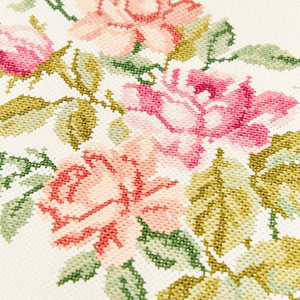 Toile à broder Aida prédécoupée - Rose pastel - 38,1 x 45,7 cm - 5,5 pts/cm - Photo n°3