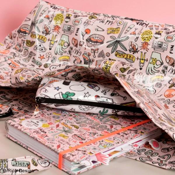 Tissu Rico Toile cirée - Cool girls - Fond rose néon - Par 10 cm (sur mesure) - Photo n°5