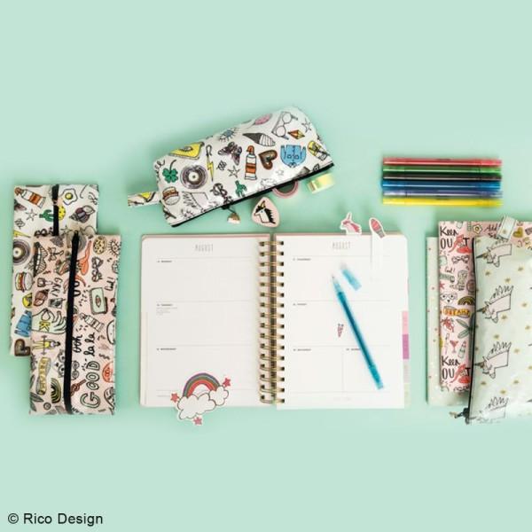 Tissu Rico - Icônes multicolores - Fond blanc - Coton - Par 10 cm (sur mesure) - Photo n°4