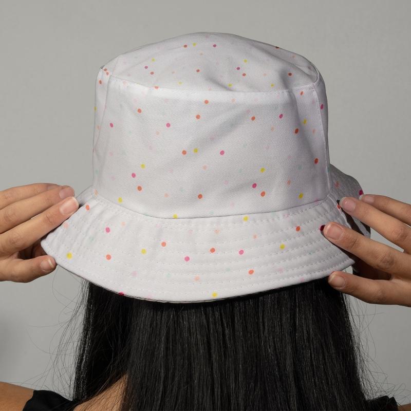 Tissu rico confetti pastel fond blanc n on coton for Interieur de voiture sur mesure