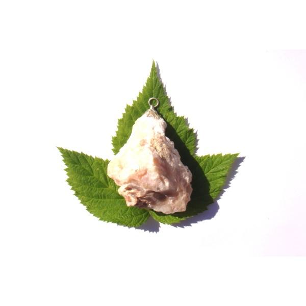 Opale Rose brute : pendentif fait main 5,8 CM de hauteur x 4,5 CM de largeur max - Photo n°1