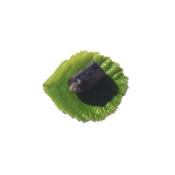 Petite Pierre brute Tourmaline Noire Brésil 2.5 CM x 1.5 CM de diamètre max - Photo n°3