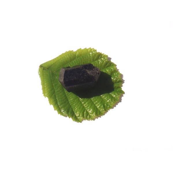 Petite Pierre brute Tourmaline Noire Brésil 2.5 CM x 1.5 CM de diamètre max - Photo n°1