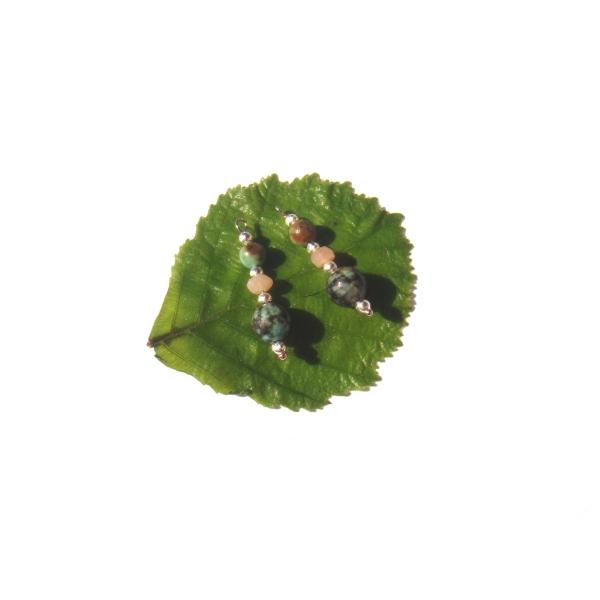 Turquoise Africaine et Pierre de Soleil : Paire de pendentifs 2.6 CM de hauteur x 8 MM - Photo n°3
