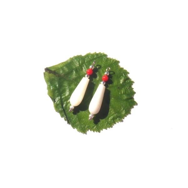 Nacre Blanche et Corail : Paire de pendentifs 2.8 CM de hauteur x 6 MM max - Photo n°3
