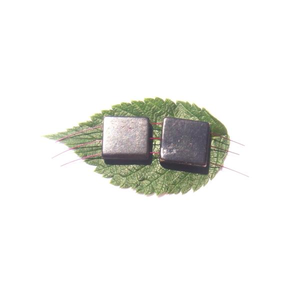 Duo perles carrées triple perçages Os gravé teinté 2 CM de côtés environ ( B ) - Photo n°3