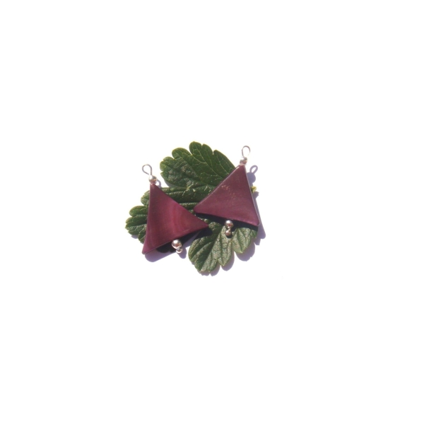 Nacre teintée : 2 petites breloques 2,2 CM de hauteur x 1.7 CM - Photo n°1