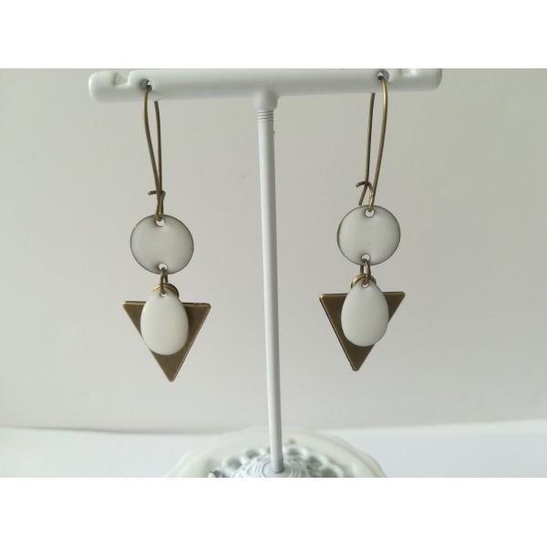 Kit de boucles d'oreilles pendentif triangle bronze et sequins émail blanc - Photo n°2